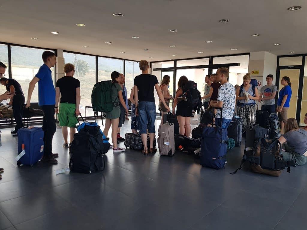 Leden van SIB-Utrecht op de grens van Georgië en Armenië tijdens hun zomerreis