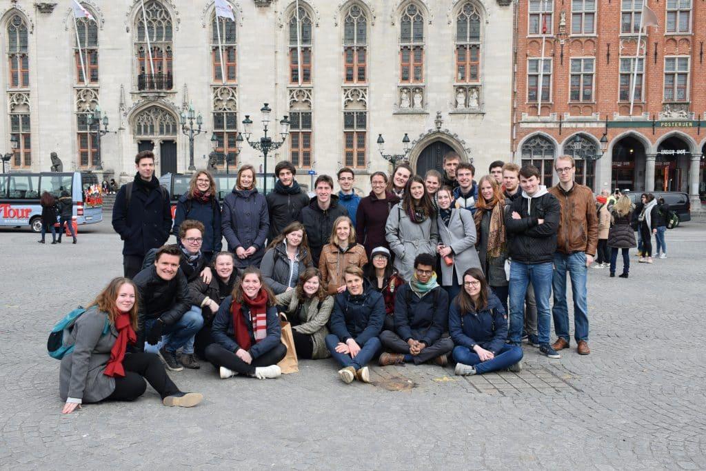 Leden van SIB-Utrecht in Brugge tijdens de jaarlijkse Lente Introductie Trip